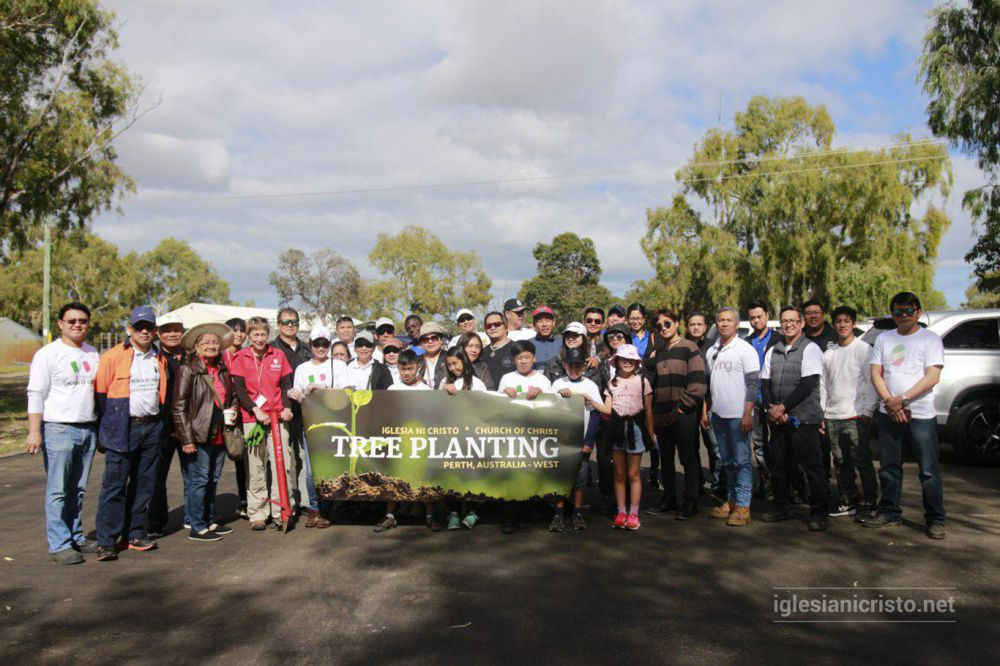 The Christian Family Organizations (CFO) of the Local Congregation of Perth in the Ecclesiastical District of Australia West plants 800 tree seedlings at Melalueca Swamp, Murdoch University