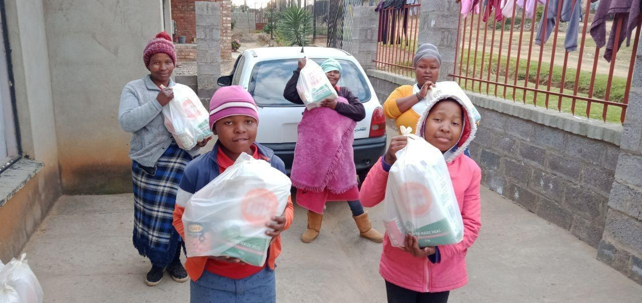 Southern Africa District distributes 5,000 food parcels