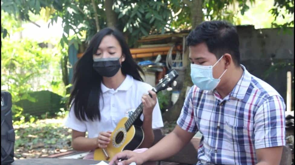 Music enthusiasts in Maliwalo come together for songwriting activity