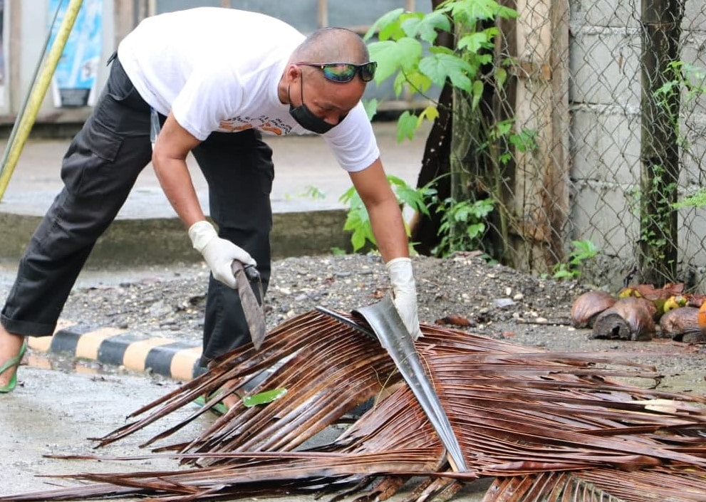 Himamaylan CFO officers hold clean-up activity